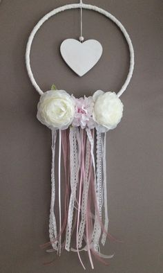 A dream catcher on the theme of love or marriage, romantic with its pink soft and white colors, its lace and ribbons, a white wooden heart and flowers fabric. Crafts To Sell, Diy And Crafts, Crafts For Kids, Teepee Party, Indian Arts And Crafts, Dream Catcher Craft, Chabby Chic, Angel Crafts, Mobiles