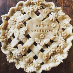 be my Valentine (I'm obsessed with my camera & pie work pics before their baked. Köstliche Desserts, Delicious Desserts, Dessert Recipes, Yummy Food, Vodka Pie Crust, Beautiful Pie Crusts, Pie Crust Designs, Pie Decoration, Pies Art