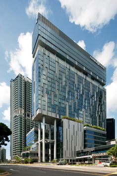 Novena Specialist Center and Oasia Hotel - DP Architects Singapore Architecture, Office Building Architecture, Hotel Architecture, Commercial Architecture, Building Facade, Beautiful Architecture, Architecture Details, Building Design, Glass Building