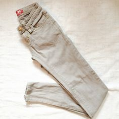 NEW👖APPLE BOTTOMS Jeans Gold 24/0 Perfect condition.  New. Gold detailing. Apple Bottoms Jeans Skinny