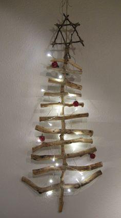 壁に飾れるクリスマスツリー