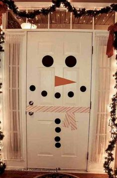 Adorable 50 Simple DIY Christmas Door Decorations For Home And School https://livingmarch.com/50-simple-diy-christmas-door-decorations-home-school/