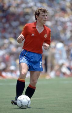 Emilio Butragueno in action for Spain during the FIFA World Cup match between Northern Ireland and Spain at the Estadio Tres de Marzo in Guadalajara. Retro Football, World Football, Football Cards, Football Players, All Star, Soccer Pro, World Cup Match, Everton Fc, International Football