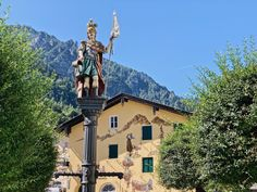 Florianiplatz Bad Reichenhall Statue Of Liberty, Travel, Small Shops, Enjoying The Sun, Colorful Houses, Alps, Bavaria, Statue Of Liberty Facts, Viajes