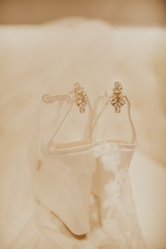 Details of the bride's shoes, I swear some of my brides have strength because they where these ALL day!