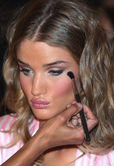 Backstage Hair and Makeup: 2009 Victoria�s Secret Fashion Show