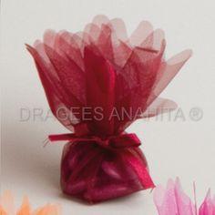 Ballotin dragées bordeaux vendue à l'unité, le bordeaux est une des couleurs phares des décorations de mariage.