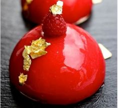 A gorgeous red raspberry mirror glaze recipe contains NO artificial coloring, only yummy raspberries. This mirror glaze will never fail you! Mini Desserts, Plated Desserts, Just Desserts, Delicious Desserts, Dessert Recipes, Gourmet Desserts, Health Desserts, Dinner Recipes, Mini Cakes