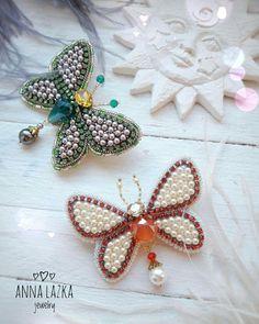 Душевные брошки бабочки в наличии. Порою хочется простого дизайна, простых линий и текстур, так чтоб без заморочек, так чтоб для души. В работе чешский жемчуг и кристаллы, блестящая стразовая цепочка. Размах крылышек - 6.5 см. ❌Проданы❌