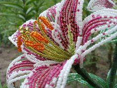 Цветок лилии из бисера
