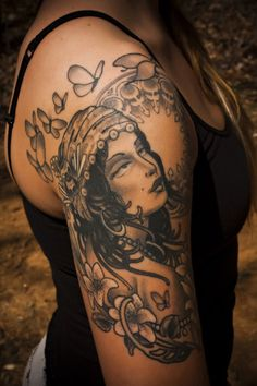 Love the background to this gypsy tattoo!