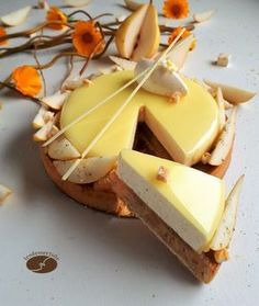 Pear tart with nougat chips - The desserts of JN - WordPress Sitesi Fancy Desserts, Just Desserts, Dessert Recipes, Easy Tart Recipes, Desserts With Biscuits, Pastry Design, Pear Tart, French Patisserie, Pastry And Bakery