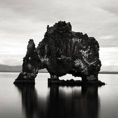 Il fascino dei paesaggi in bianco e nero di Josef Hoflehner