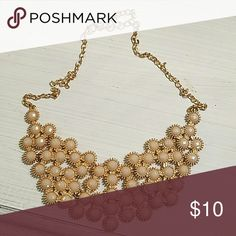 Banana Republic gold tone/jewel necklace Banana Republic gold tone/jewel necklace beautiful fun piece Jewelry Necklaces