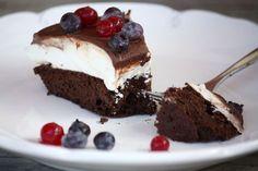 Výborná nízkosacharidová tortička bez múky a s minimom kokosového cukru. Keď to bez sladkého občas nejde. Sweet Desserts, Healthy Desserts, Easy Desserts, Sweet Recipes, Low Carb Recipes, Snack Recipes, Dessert Recipes, Fitness Cake, Low Carb Deserts