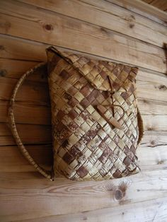 A back pack made out of birch bark. Made by my grand father - he made lots of stuff out of birch bark. Flax Weaving, Basket Weaving, Birch Bark Baskets, Birch Bark Crafts, Diy And Crafts, Arts And Crafts, Pine Needles, Nature Crafts, Simple Designs