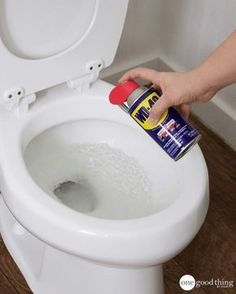 wd 40 uses stains & wd 40 uses ; wd 40 uses cleaning ; wd 40 uses cars ; wd 40 uses hacks ; wd 40 uses shower doors ; wd 40 uses stains ; wd 40 uses cleaning car ; wd 40 uses cleaning how to remove Household Cleaning Tips, Toilet Cleaning, Cleaning Recipes, Household Cleaners, House Cleaning Tips, Diy Cleaning Products, Cleaning Solutions, Cleaning Hacks, Cleaning Toilets