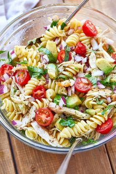 Healthy Chicken Pasta Salad - chicken salad recipe - Packed with flavor, protein and veggies! This healthy chicken pasta salad is loaded with tomatoes, avocado, and fresh basil. - recipe by 127789708163790149 Chicken Pasta Salad Recipes, Healthy Chicken Pasta, Salad Chicken, Basil Chicken, Avocado Chicken, Healthy Pasta Salad, Bacon Avocado, Basil Pasta Salads, Pasta Salad With Avocado