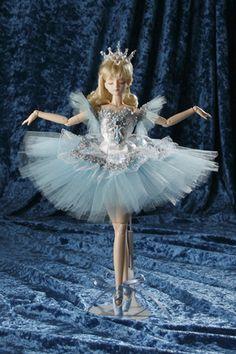 Pretty Dolls, Beautiful Dolls, Barbie Ballet, Ballerina Tutu, Barbie Gowns, Figure Skating Dresses, Beautiful Costumes, Doll Shop, Disney Dolls