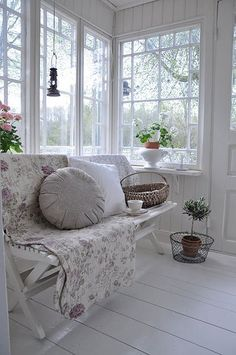 My little cottage Porch Decorating, Interior Decorating, Interior Design, Scandinavian Cottage, Pillow Room, Cottage Style, My Dream Home, Decoration, Decor Styles