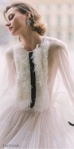 Paris Girl, Black And White Style, Haute Couture Fashion, Classy And Fabulous, Beauty Women, Runway Fashion, Tulle, Flower Girl Dresses, Feminine