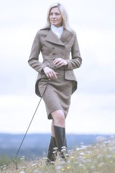Give your Great Scot style even more versatility. This skirt looks terrific paired with a white blouse or cashmere knit. Ideal for your next In-Hand Showing Class, Eventing Trot-Up or a day out at the Races. Our classic, vintage-inspired skirt has a form fitting cut and high waist fit. It is available in 2 lengths to suit you perfectly.