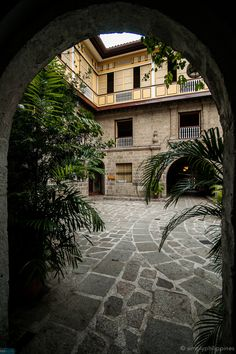 Interior courtyard of Casa Manila Museum in Intramuros. Philippine Architecture, Filipino Architecture, Architecture Design, Cancun Hotels, Beach Hotels, Beach Resorts, Filipino Interior Design, Filipino House, Philippine Houses