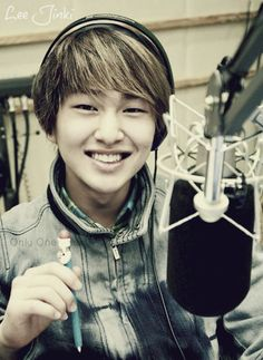 Onew love him and his amazing voice... i wish he could sing just for me <3