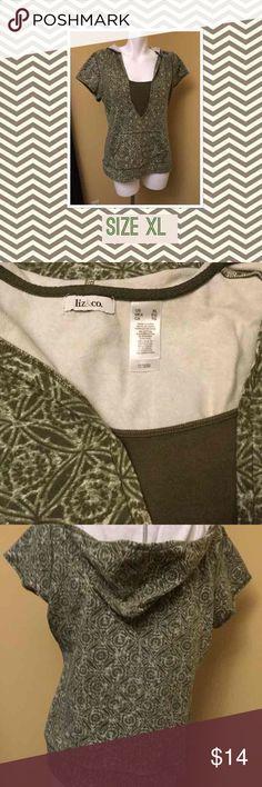 Women's Green Hoodie Shirt Women's Green Hoodie Shirt Cute comfy top with pockets great with jeans! Con-Ap 233 Liz & Co Tops Sweatshirts & Hoodies