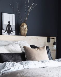 8 Cheap Things to Maximize a Small Bedroom (READ MORE. Plywood Headboard Diy, Diy Headboards, Bedroom Inspo, Home Bedroom, Tiny House, Throw Pillows, Cool Stuff, Inspiration, Interior