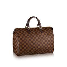 Découvrez l'incontournable Speedy 35 Le Speedy est un modèle Louis Vuitton emblématique. Ses lignes épurées et son élégante toile Damier Ebène feront de lui le parfait sac de ville pour toute femme à la pointe de la mode.