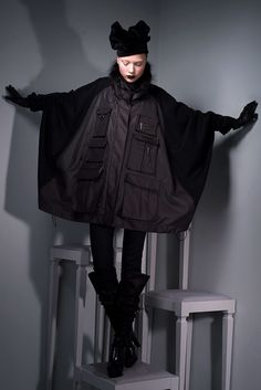 See the complete Viktor & Rolf Pre-Fall 2010 collection.