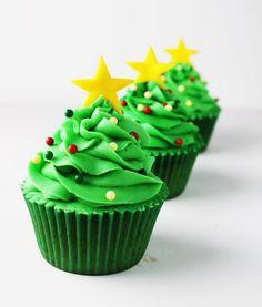 cupcakes for christmassssss Favorite festival. Christmas Tree Cupcakes, Holiday Cupcakes, Christmas Sweets, Christmas Desserts, Christmas Baking, Xmas Tree, Merry Christmas, Cupcakes Design, Best Christmas Recipes