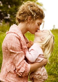 """Precious """"mother and daughter"""" picture! I want to get of picture of me and Chloe giving each other kisses!"""