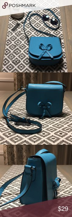 MoDA small Crossbody - NWT - turquoise blue So cute and functional, this Crossbody from MoDA will impress you! Beautiful turquoise blue color to make your outfit fun and pretty! Comes with a removable flower broche to add some character. 💙 Offers are always welcome! MoDA Bags Crossbody Bags