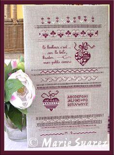Joli coeur, modèle de Marie Suarez Marie Suarez, Catalogue, Cross Stitch, Bullet Journal, Punto De Cruz, Dots, Marque Page, Embroidery, Seed Stitch