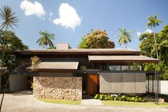 Arquitetura tradicional é revisitada em casa catarinense (Foto: Pedro Caetano / divulgação)