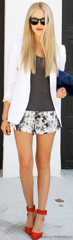 Shorts paired with blouse and tailored blazer simply make the entire look elegant and fabulous to do casual business!