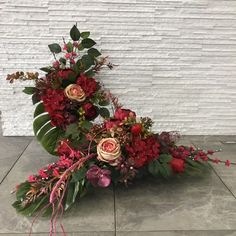 Vases Decor, Ikebana, Funeral, Floral Wreath, Wreaths, Autumn Ideas, Gardening, Home Decor, Nails