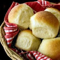 Hot rolls--sounds good, wanna try it. . . like I don't have enough bread recipes, lol. Thanksgiving Stuffing, Thanksgiving Side Dishes, Thanksgiving Recipes, Fluffy Dinner Rolls, Dinner Rolls Recipe, Good Food, Yummy Food, Baking Recipes, Vitamix Recipes