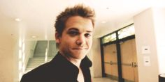 Haha hunter hayes trying to wink I LOVE HIS GEEKINESS SOOO MUCH I LOVE HIM!!!!!!!!!
