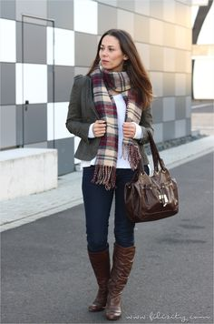 Basics kombinieren Teil 2: Casual Herbst Outfit #fall #herbst #outfit #casual #basic #karo #jeans #blazer