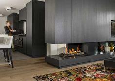 den kamin und fernseher an einer trennwand anbringen. Black Bedroom Furniture Sets. Home Design Ideas