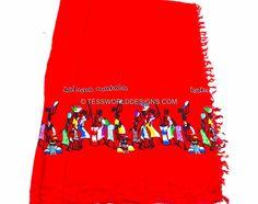 www.cewax.fr aime la boutique de TessWorldDesigns sur Etsy / Rouge Hakuna Matata Kikoy de Tanzanie / tissu Kikoy / coton paréo / Kikoy écharpe / Multi usage en coton, Afrique de l