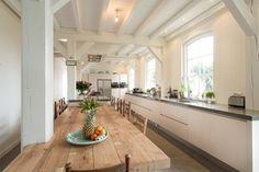 Eettafel aan keuken / kookeiland, rekening gehouden met de kolom / steunbalk