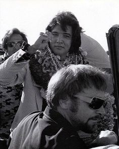 "1973  ""Aloha From Hawaii"" Elvis Presley arrives in Hawaii for his televised concert"