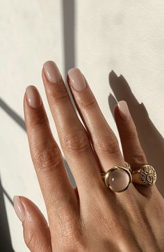 Nail inspiration manicure inspo nude nail polish best nude nail polish for your skin tone fall fashion fall trends fall style Minimalist Nails, Nude Nails, Pink Nails, Acrylic Nails, Coffin Nails, Glitter Nails, Hair And Nails, My Nails, Fall Nails