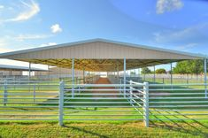 Horse Shed, Horse Stalls, Horse Horse, Horses, Show Cattle Barn, Horse Pens, Barn Layout, Horse Barn Designs, Horse Shelter