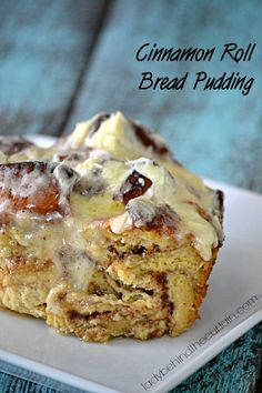 Cinnamon Roll Bread Pudding - Use your favorite bakery cinnamon rolls to create this unbelievable bread pudding. Just Desserts, Delicious Desserts, Dessert Recipes, Yummy Food, Cinnamon Roll Bread Pudding, Cinnamon Rolls, Brownies, Muffins, Pancakes