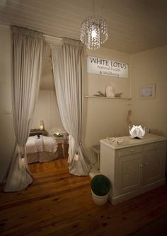 White Lotus Day Spa Narbethong Offering free on-site parking and included breakfast, the adults-only White Lotus Day Spa is located alongside Toolangi State Forest. It features a self-contained cottage with a furnished terrace.